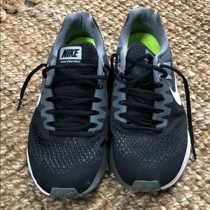 MEN'S NIKE RUNNING SHOES. Zoom Structure 20.